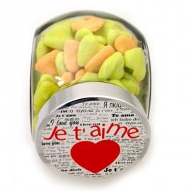 onbonnière des amoureux avec bonbon en forme de coeur
