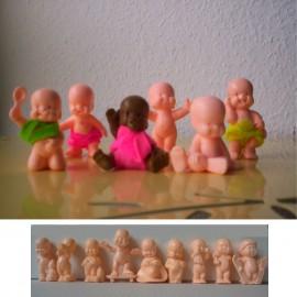 Sachet neuf contenant un Babie en plastique et une fiche représentant tous les différents personnages babies !